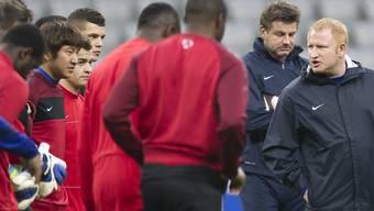 Volle Konzentration am Tag vor dem grossen Duell: FCB-Trainer Heiko Vogel und seine Spieler beim Training in der Allianz Arena.