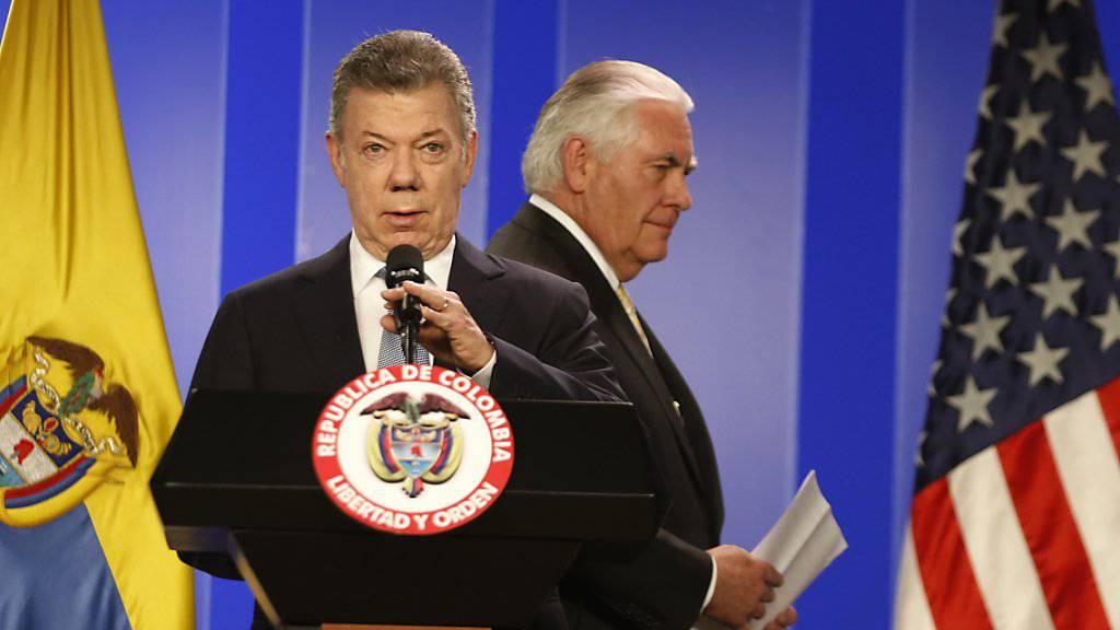 US-Aussenminister Rex Tillerson (rechts) und Kolumbiens Präsident Juan Manuel Santos (links) rufen in Bogotá gemeinsam zu einer Beilegung der Krise in Venezuela auf.