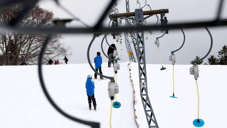 Pisten und Lifte auf den Solothurner Hausbergen (wie hier auf dem Grenchenberg) sind bereit für die Wintersportler.