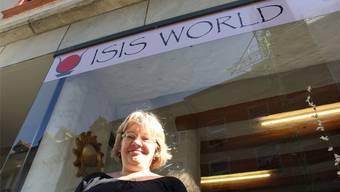 Cornelia Stalder vor ihrem Laden.