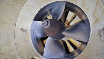 In den Solothurner Wasserkraftwerken stehen derzeit viele Turbinen still. Der Grund ist die lang anhaltende Trockenheit.