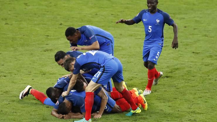 Frankreich startet mit einem Sieg in die EM-Kampagne. Die Franzosen gewinnen gegen Rumänien 2:1.