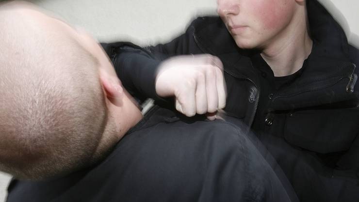 Gewalt: SVP spricht von einer Gewaltspirale. Dem widerspricht die Staatsanwaltschaft: Es gebe keine alarmierende Zunahme. (symbolbild/niz)