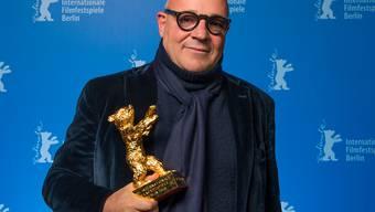 """Der Goldene Bär der 66. Berlinale gehört ihm: Regisseur Gianfranco Rosi gewinnt mit dem italienischen Flüchtlingsdrama """"Fuocoammare"""" die begehrte Auszeichnung für den besten Film."""
