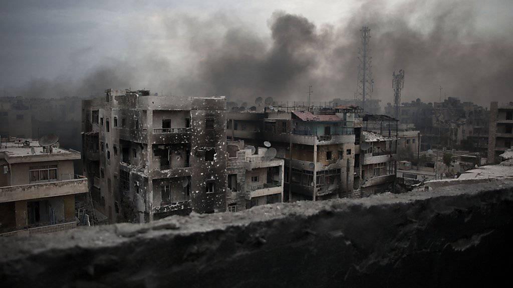 Rauch über Aleppo: Die angebliche Waffenruhe soll bereits in der Nacht auf Donnerstag begonnen haben.(Archivbild)