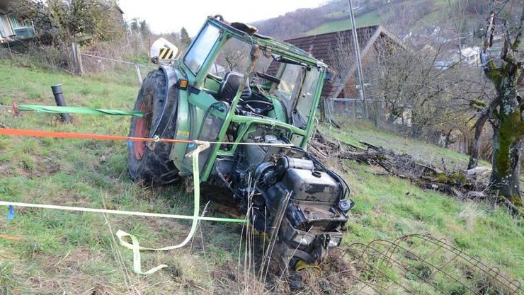 Auf dem oberen Rebweg in Ziefen verunfallte am Dienstag ein Traktorfahrer.