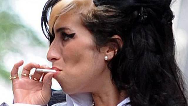 Amy Winehouse will sich von Wunderheiler helfen lassen (Archiv)