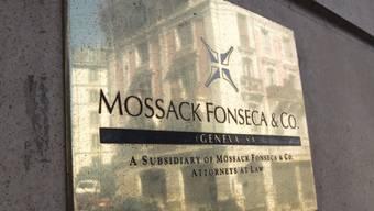 Das Logo von Mossack Fonseca an der Niederlassung in Genf. Im Zusammenhang mit den Panama Papers war die Anwaltskanzlei aus Panama in die Kritik geraten. (Symbolbild)