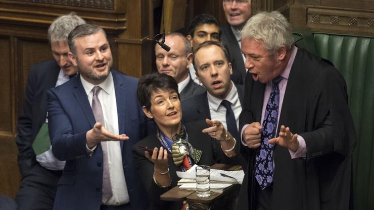 Bei der Parlamentsauflösung wurde es laut – und dramatisch.