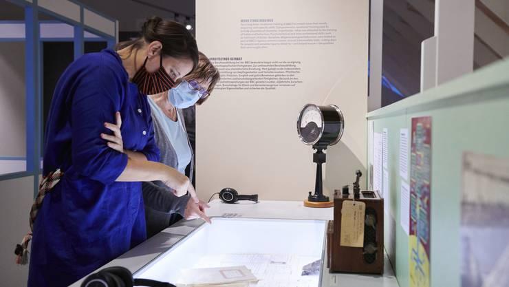 Intime Einblicke in den damaligen Alltag erhalten die Besucherinnen auch dank Originaldokumenten ehemaliger BBC-Lehrlinge.