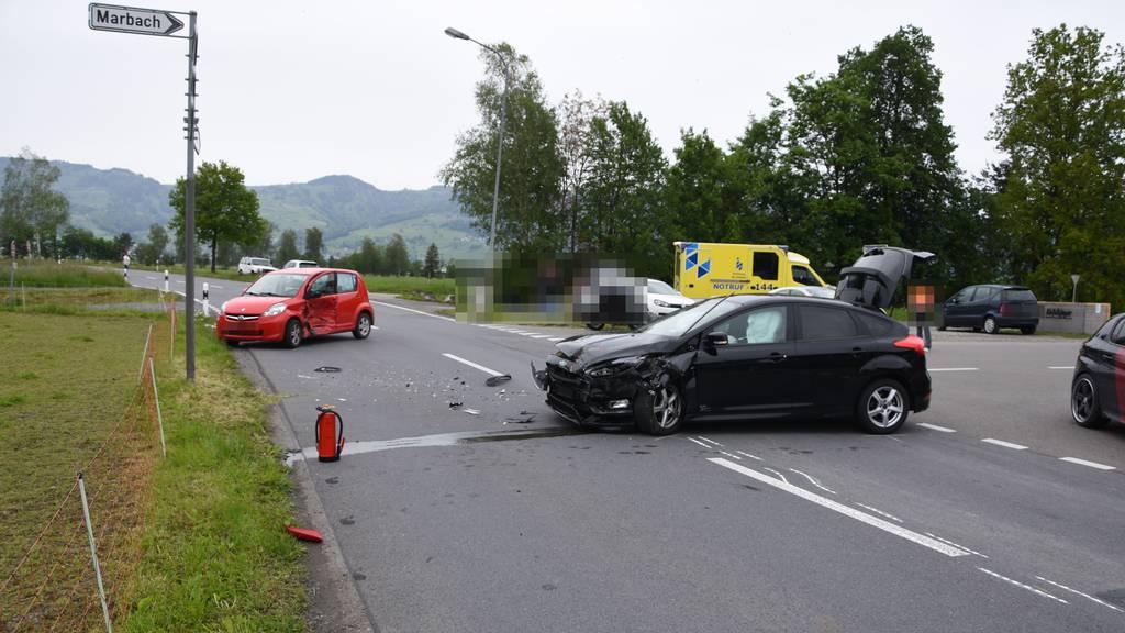 81-Jährige übersieht Auto – drei Verletzte nach Unfall