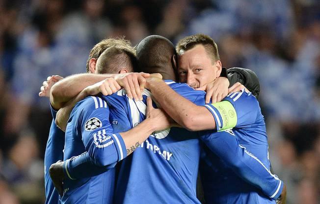 Chelsea-Spieler feiern den hart umkämpften Sieg.