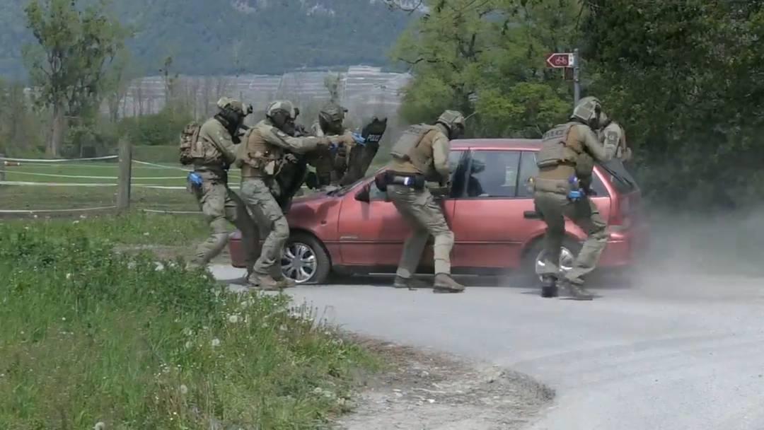 Simulation eines Terroranschlages für die Kapo Wallis