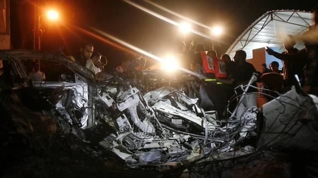 Das Wrack des getroffenen Autos in Rafah - Ein Palestinenser kam bei dem israelischen Luftangriff ums Leben
