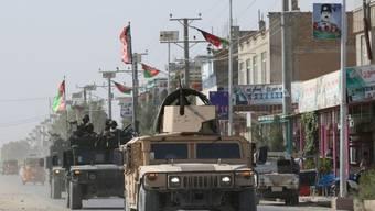 Afghanische Sicherheitskräfte patroullieren in den Strassen von Kundus nach dem Angriff der Taliban auf die Stadt.