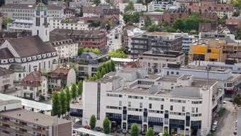 """""""Im Moment machen sich vier Teams Gedanken über die Situation am Bahnhofsplatz. Viel hängt auch davon ab, ob der Bushof neu organisiert und verschoben werden kann oder nicht"""", sagt Severin Lüthy vom Dietiker Stadtplanungsamt."""