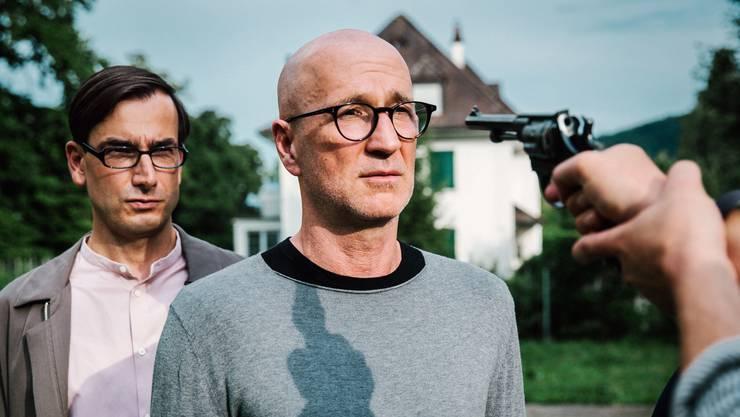 Behält die Kontrolle: v.l. Fabian Krüger als Andreas Behringer, Peter Lohmeyer als Prof. Josef Mankowsky.