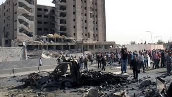 Blick auf ein zerstörtes Gebäude im Stadtteil Al-Kazzaz