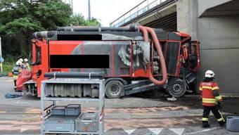 Lastwagenfahrer stirbt bei Selbstunfall