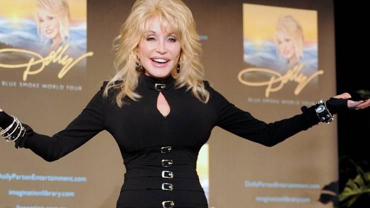 Happy Birthday, Dolly Parton: Vieles an der 70-Jährigen ist unecht und trotzdem ist die Countrysängerin irgendwie natürlich geblieben (Archiv).