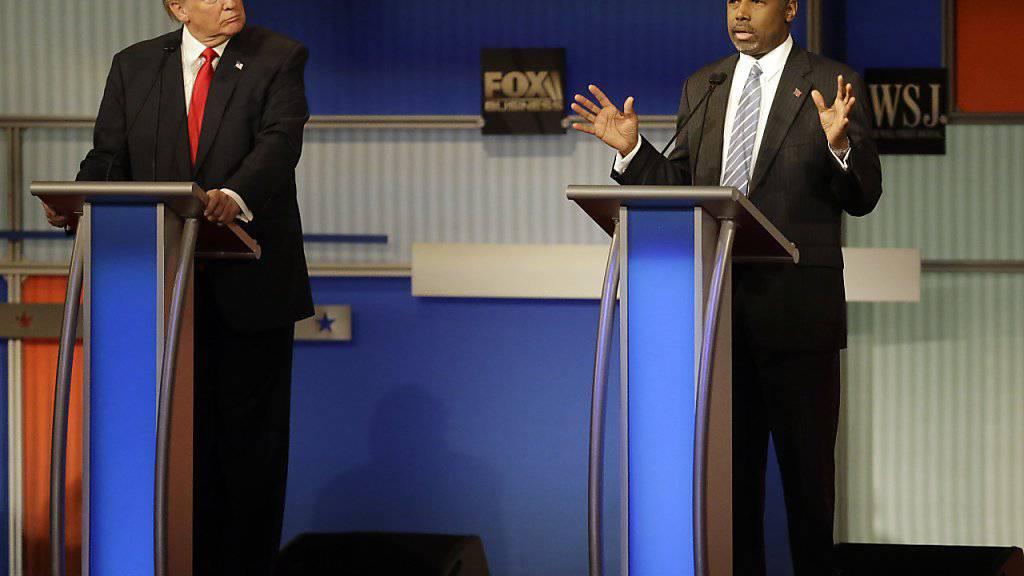 Donald Trump und Ben Carson bei der vierten Debatte der Präsidentschaftsanwärter der Republikaner. Darin äusserten sich beide gegen eine Erhöhung des Mindestlohns in den USA.