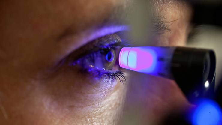 Mit Augenkrankheiten befasst sich ein neues Forschungsinstitut, das in Basel gegründet wurde. Pro Jahr stehen den Wissenschaftlern 20 Millionen Franken zur Verfügung. (Symbolbild)