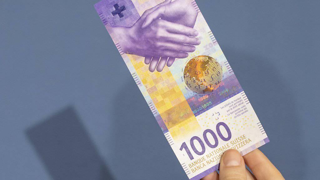 Wer heute 1000 Franken in Schweizer Bundesobligationen investiert, erhält in zehn Jahre rein rechnerisch betrachtet nur knapp 900 Franken zurück. (Archivbild)