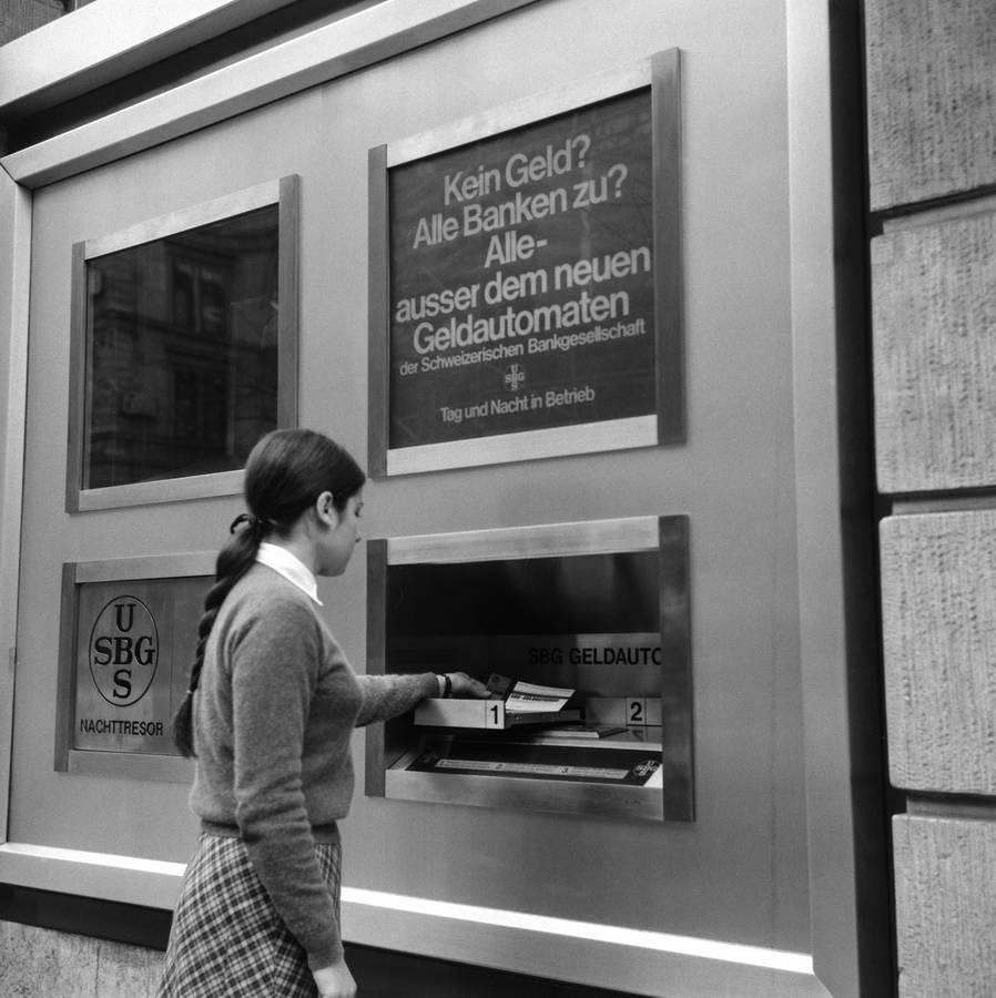 Happy Birthday, Bankomat! (© Keystone)