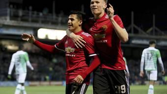 Alexis Sanchez (links) jubelt mit seinem neuen Teamkollegen Scott McTominay