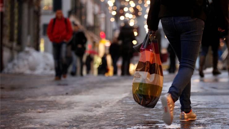 Der verkaufsoffene Sonntag am 23. Dezember ermöglicht kurzfristige Weihnachtseinkäufe. Archiv/Hanspeter Bärtschi