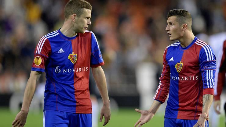 Taulant Xhaka (rechts) spielt, Fabian Frei (links) muss zuschauen.
