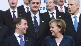 Viele hochkarätige Gipfelgäste waren bereits vor Ende des Treffens abereist, unter ihnen auch Dmitri Medwedew (vorne links) und Angela Merkel