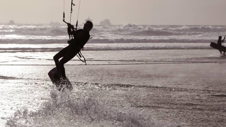Deutscher Kitesurfer in Frankreich tödlich verunglückt (Symbolbild)