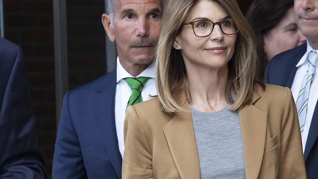 US-Schauspielerin Lori Loughlin und ihr Mann Mossimo Giannulli haben im Bestechungsskandal um Zulassungen an US-Eliteuniversitäten auf nicht schuldig plädiert. (Archiv)