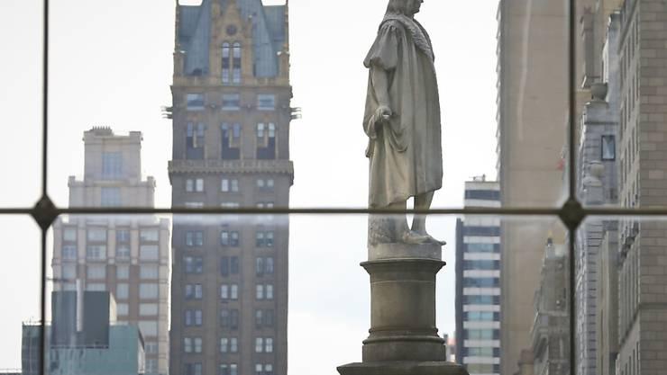 Die Christoph-Kolumbus-Statue im New Yorker Stadtteil Manhattan darf stehen bleiben. Kritiker sagen, dass der Entdecker Amerikas Ureinwohner misshandelt habe. (Archivbild)