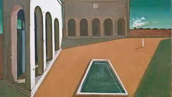 Schön und beängstigend zugleich: Ein weiter Platz und doch nur ein einziger Mensch; die Sonne scheint, die Fabrik arbeitet, aber wo ist das Leben? Giorgio de Chirico «I piaceri del poeta / Die Freuden des Dichters».