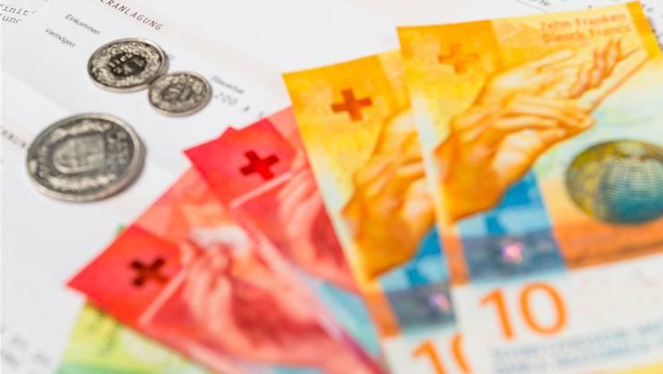 Niedrige und mittlere Einkommen sollen bei der «Mittelstandsinitiative» tiefer besteuert werden. Gleichzeitig sollen Bestverdienende entlastet werden.