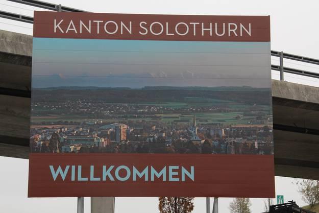 ... in Grenchen mit den Alpen im Dunst und mit ein wenig Stadt ...