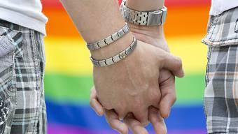 Schwule und lesbische Paare sollen heiraten können. (Archivbild))