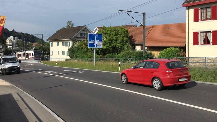 Reduziert den Strassenlärm: Flüsterbelag auf der Bernstrasse in Rudolfstetten.