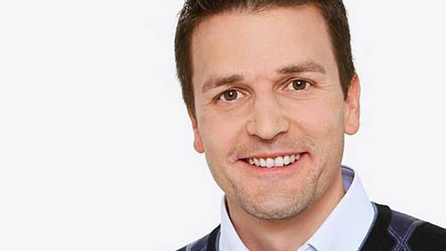 Ist schon bald zweifacher Vater: SF-Sportmoderator Paddy Kälin (Bild: sf.tv)