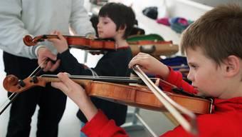 Hat der Musikunterricht im Kindesalter im späteren Leben noch eine andere Wirkung als das aktive Musizieren? Dieser Frage geht Georges Regner nach. (Symbolbild)