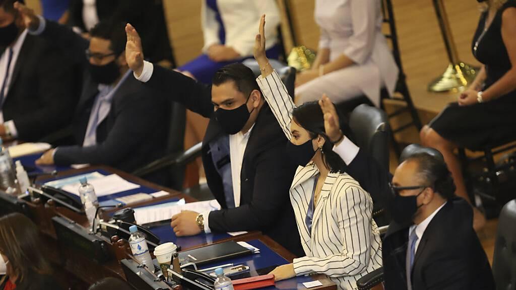 El Salvador: Parlament feuert Oberste Richter und Generalstaatsanwalt