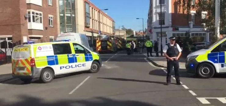 In der U-Bahn-Station Parsons Green im Westen Londons kam es Mitte September zu einer Explosion. Die Polizei war schnell vor Ort und sperrte die Station ab.