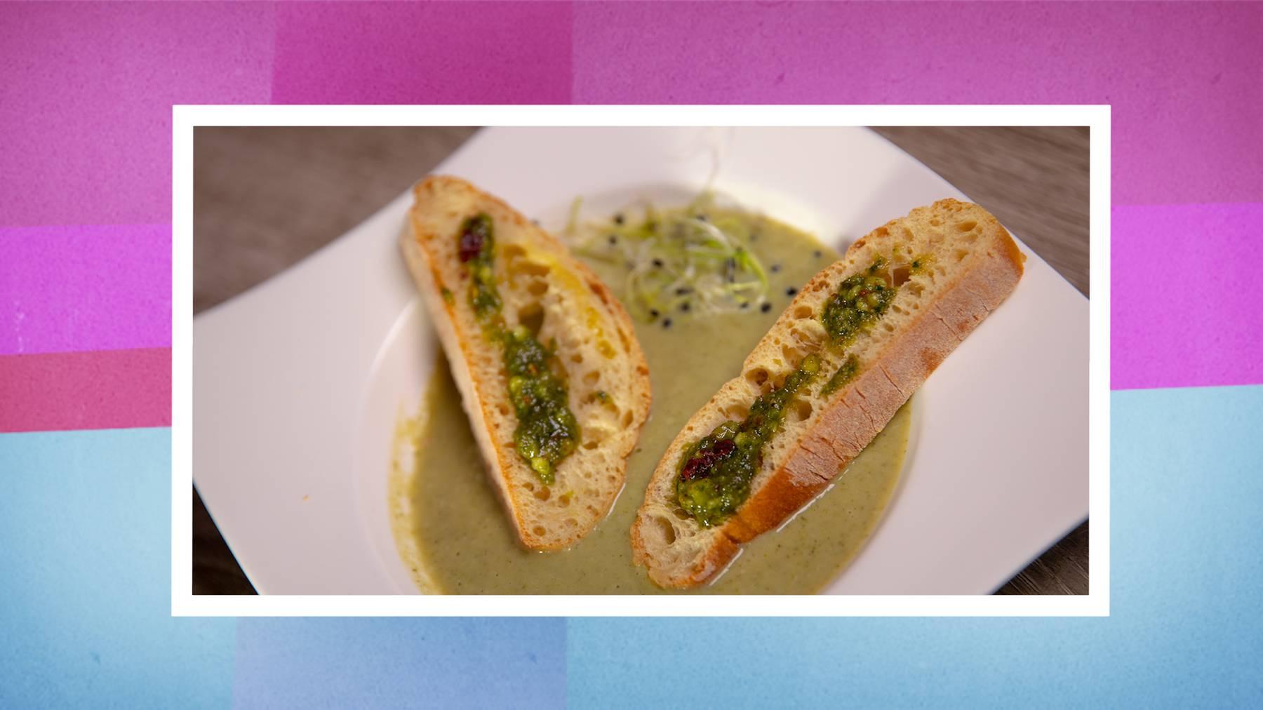 Broccoli-Suppe mit Pesto-Crostini