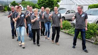 Ein Jahr vor dem Dorf- und Musikfest: Das OK übt schon mal für den Paradewettbewerb, rechts OK-Präsident Peter Annen. to