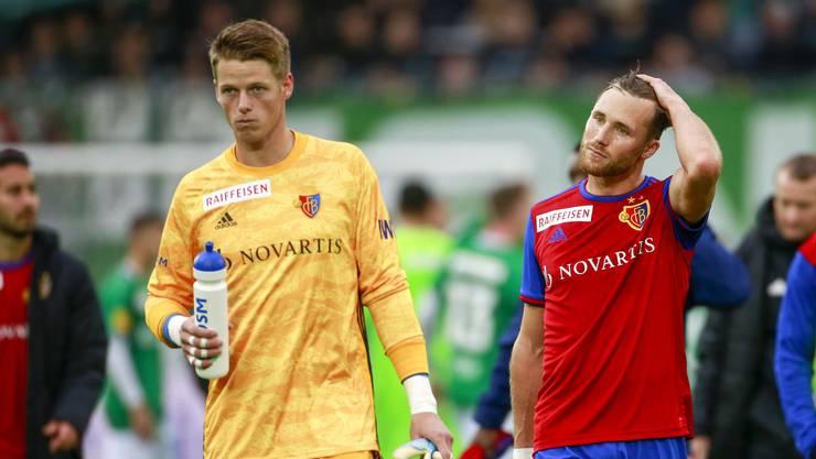 Bei FCB-Torhüter Jonas Omlin (r.) und Silvan Widmer herrscht Ernüchterung: Gegen St. Gallen reicht es der Mannschaft nur zu einem torlosen Remis.