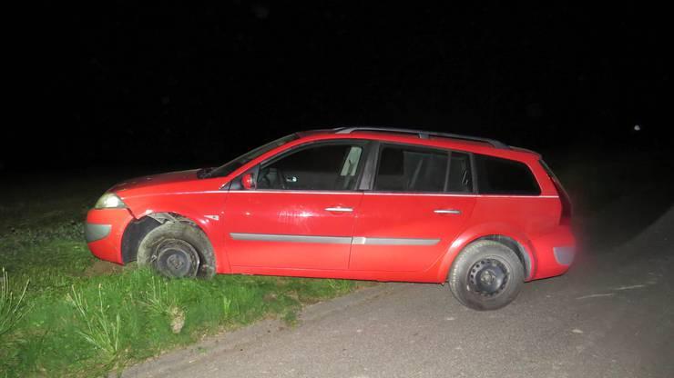 Mit diesem roten Renault war ein betrunkener Lenker in Oftringen unterwegs, ehe er einen Selbstunfall verursachte.