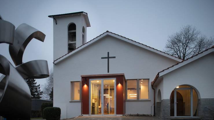 Blick auf die Reformierte Kirche Hägendorf mit dem neuen Eingang aus Glas.