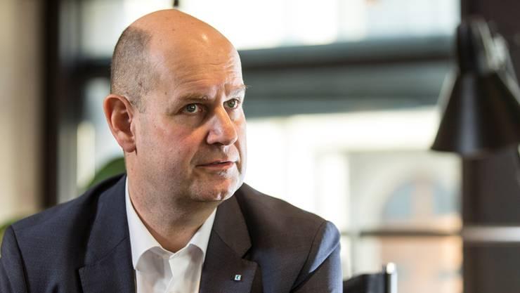 AKB-Chef Dieter Widmer verzichtet auf eine Selbstisolation, weil er bei dem Treffen mit der Regierung weit weg von Dieth und Hofmann sass.